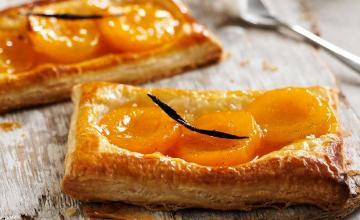 Apricot-Vanilla Tartlets