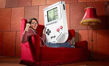 Belgian Student Invents World's Largest Game Boy