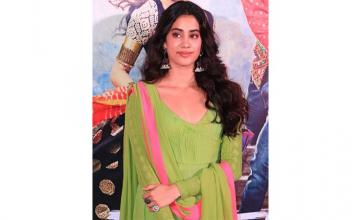 Janhvi eager to receive as much love as Sridevi