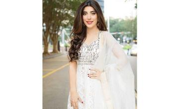 Urwa Hocane wraps-up shooting for Tich Button