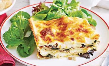 Spinach, ricotta and pesto lasagna