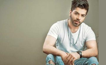 Abdullah Muzaffar drops new single Tere Bajon